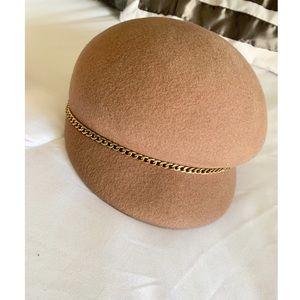 Detail captain hat